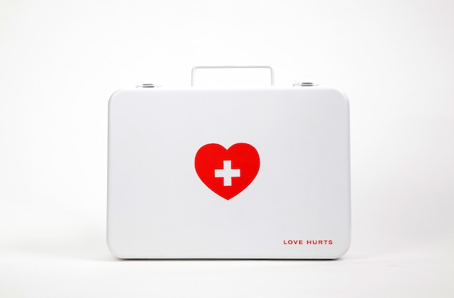 love-hurts-box-01